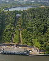 Dieses Industriedenkmal soll abgerissen werden - Maschinenhaus, Rohleitungen und das Schieberhaus oben. Fotoausschnitt www.blossey.eu